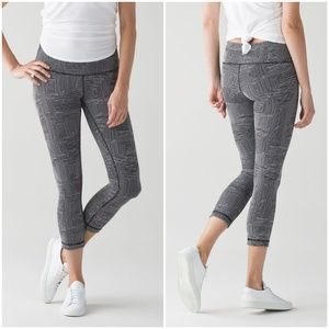 Lululemon Wunder Under Crop Luon sz 4 EUC